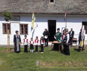 orokseg-serleggel-kituntetett-zorej-zenekarral