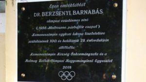 Emléktábla dr. Berzsenyi Barnabás olimpiai ezüstérmes vívónak
